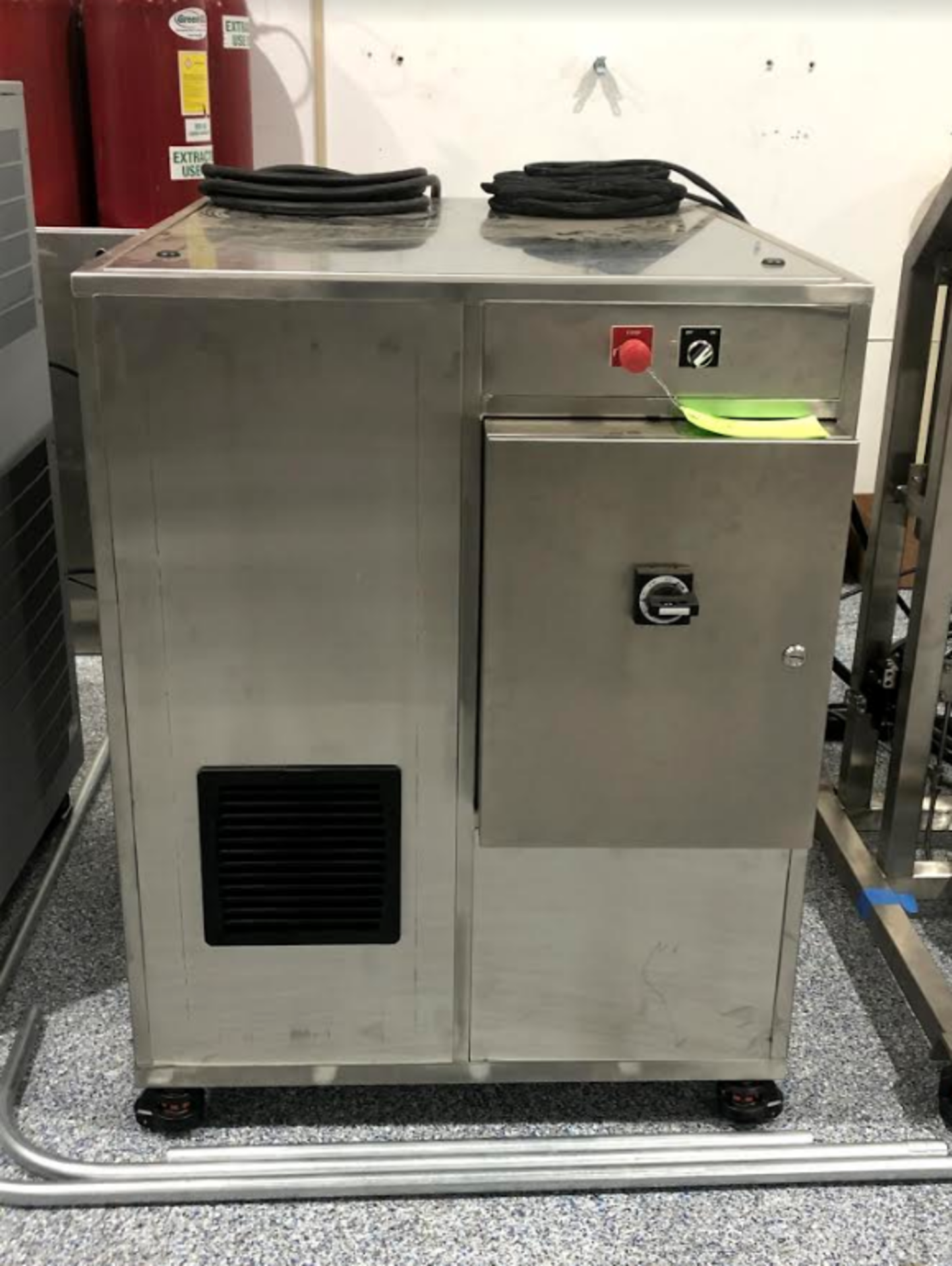 NEW Isolate Extraction Systems, Inc. (IES) Supercritical CO2 Extractor, Model# CDMH.5 - 2x-2f Hydrau - Image 2 of 5