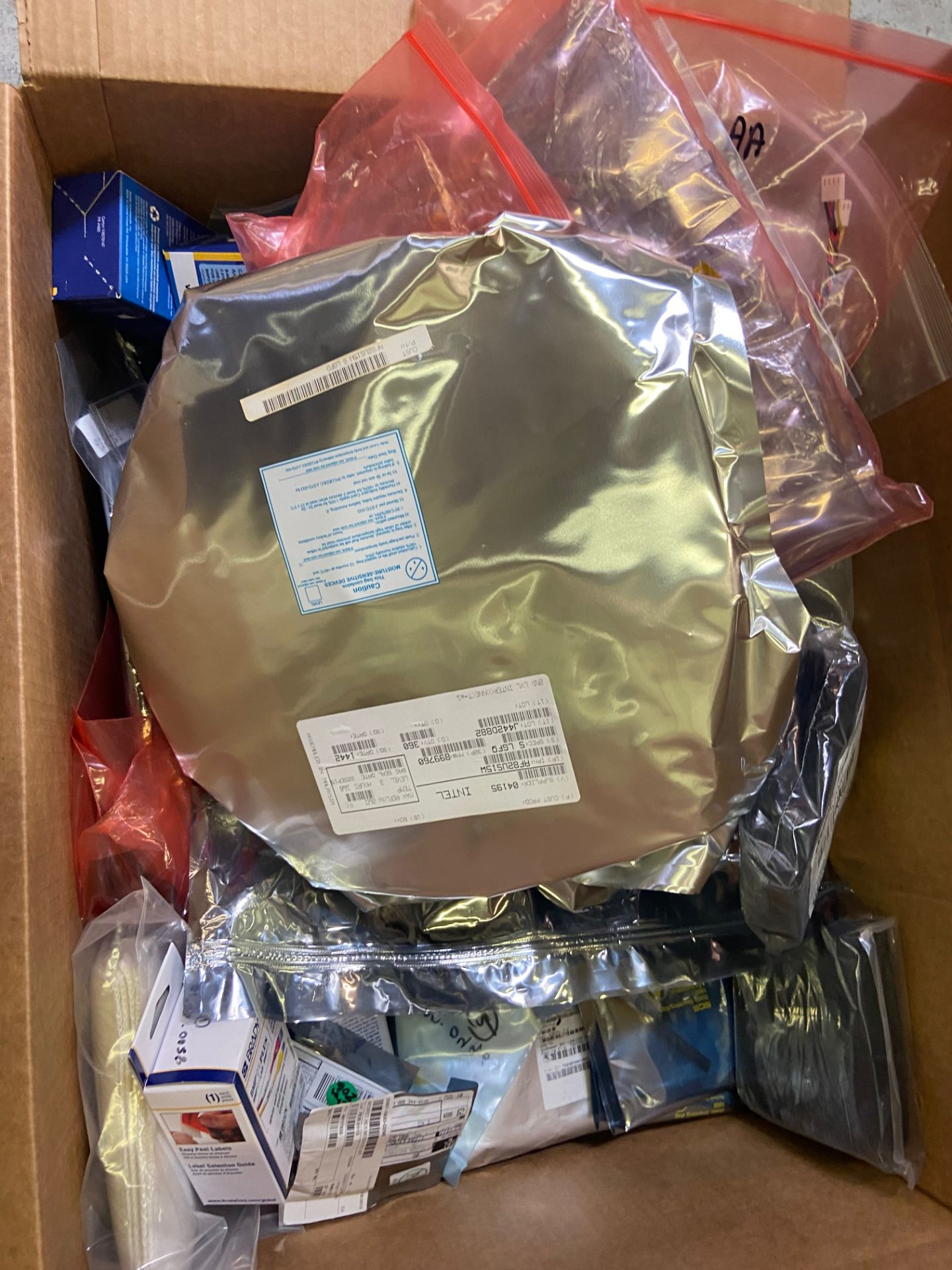 Box of Miscellaneous Computer Electronics Components, Includes: ; Fan Assembly; Intel AF82US15W; IC, - Image 6 of 8