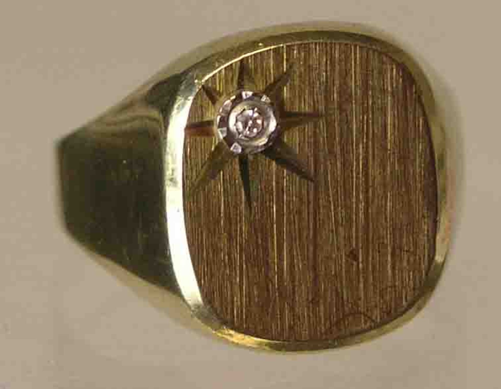 Ring. 14 Kt. Gold. Ringkopf mit