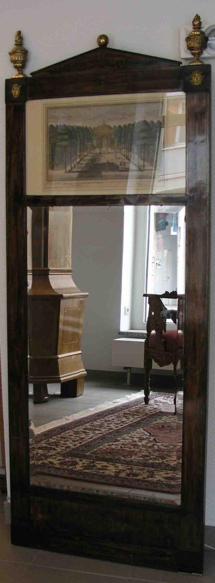 Biedermeier - Spiegel. Nussbaum