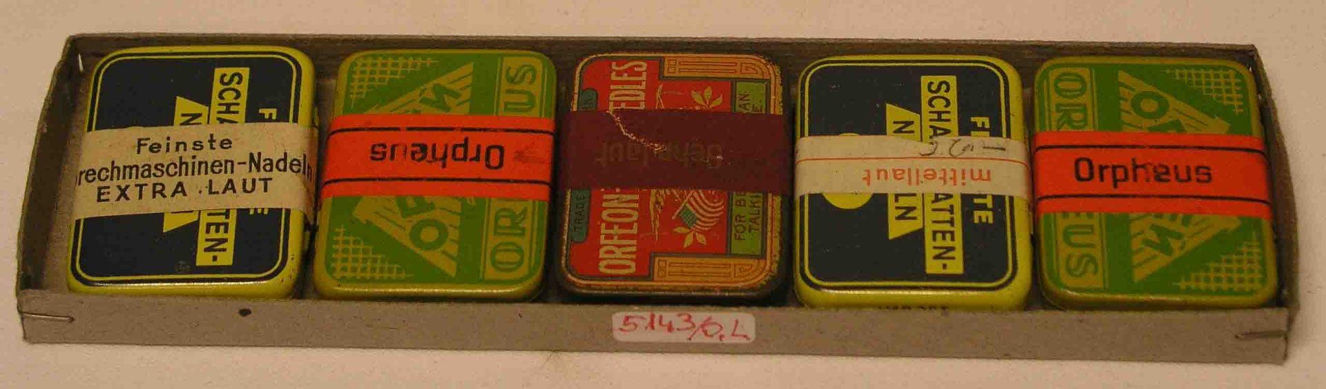 Polyphon Nadeln. Fünf Döschen