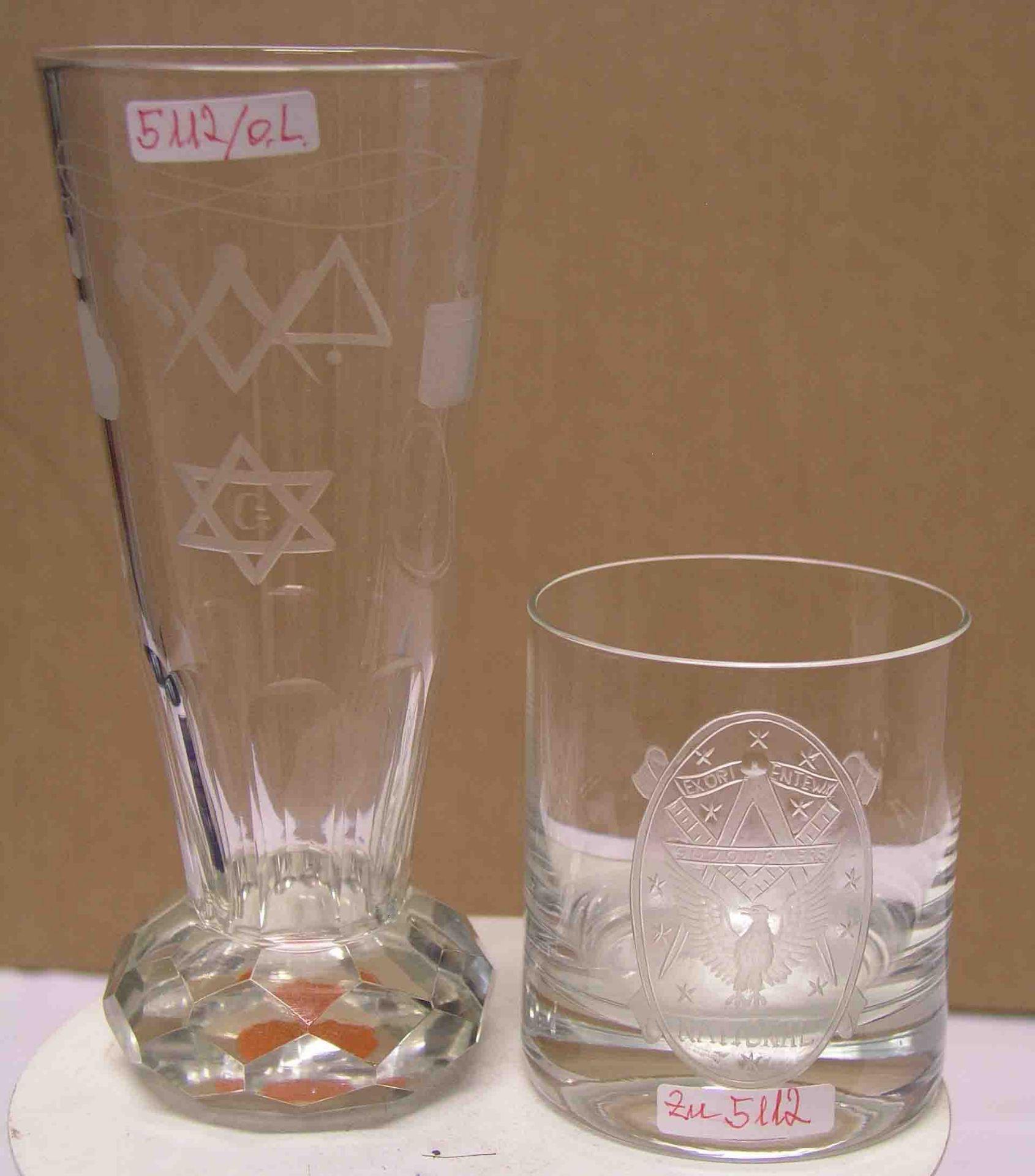 Freimaurer: zwei Gläser mit