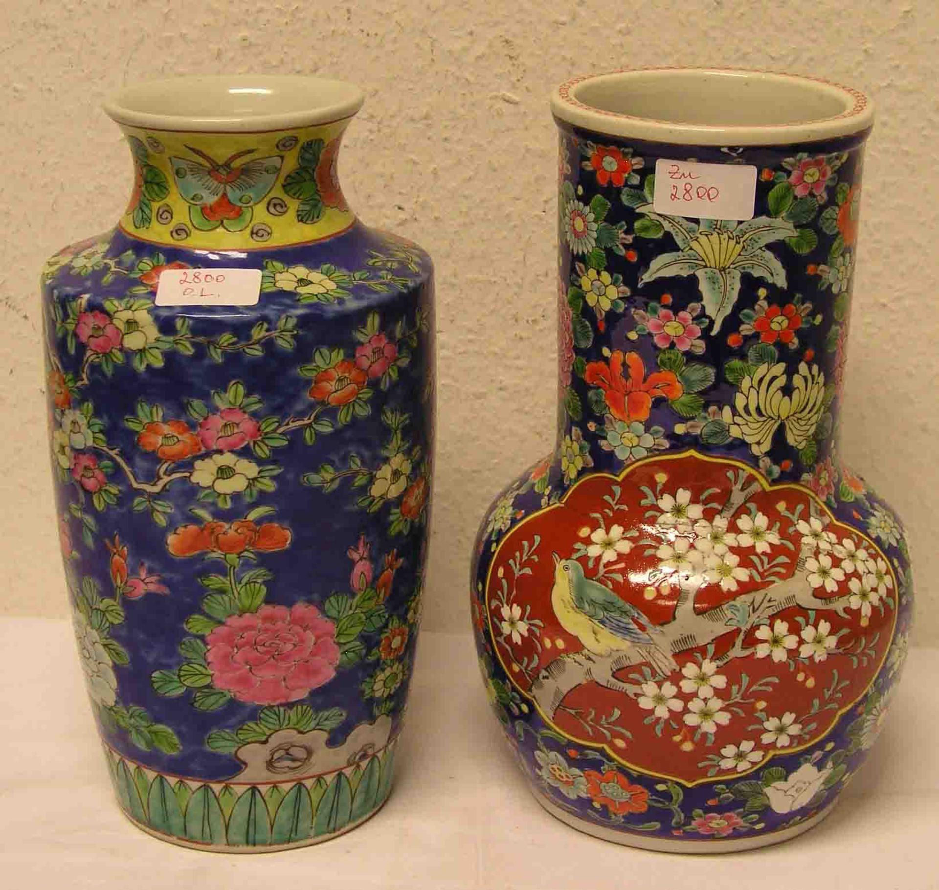 Zwei Vasen. Japan. Feinsteinzeug.