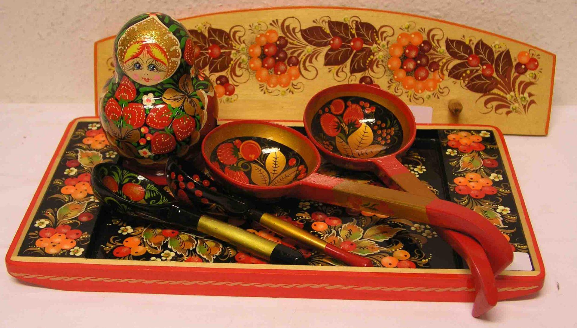 Russische Souvenirs. Dabei: Bemaltes