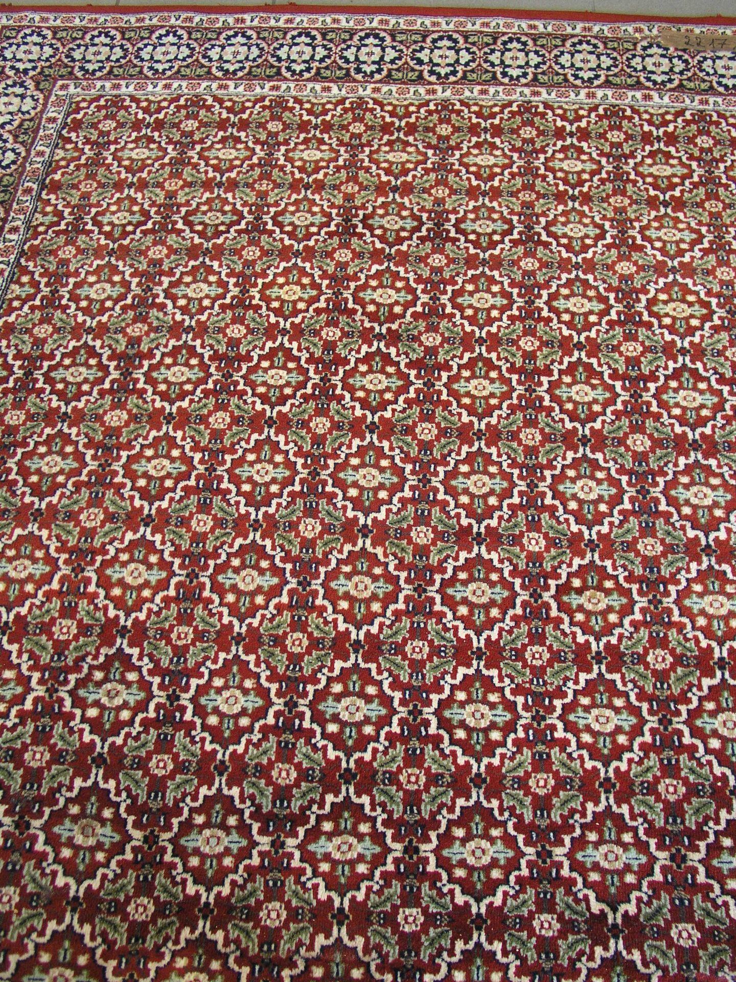 Teppich. Weinrot-, beige-,
