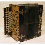 Ziehharmonika um 1900. Bespielt. 35 x