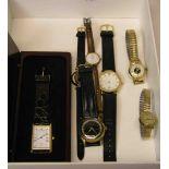 Posten von sechs Armbanduhren. Dabei:
