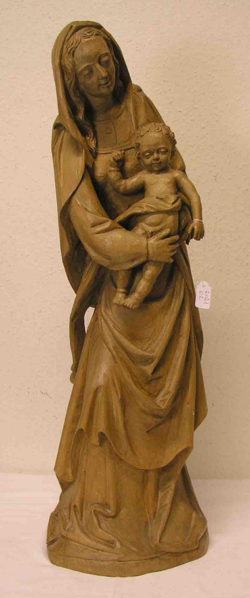 Madonna mit Kind. Holz geschnitzt,
