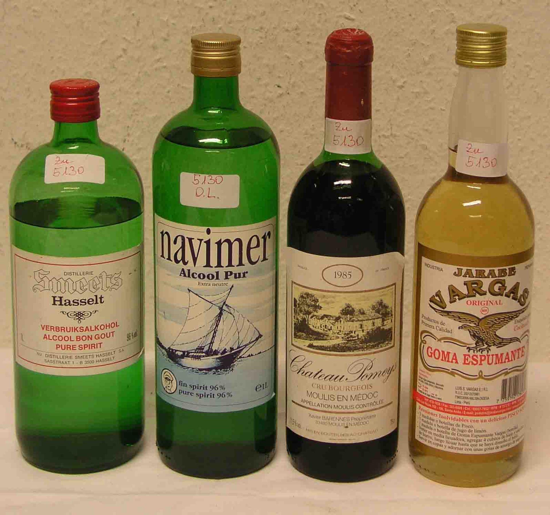 Alkoholika, vier Flaschen. Dabei: zwei