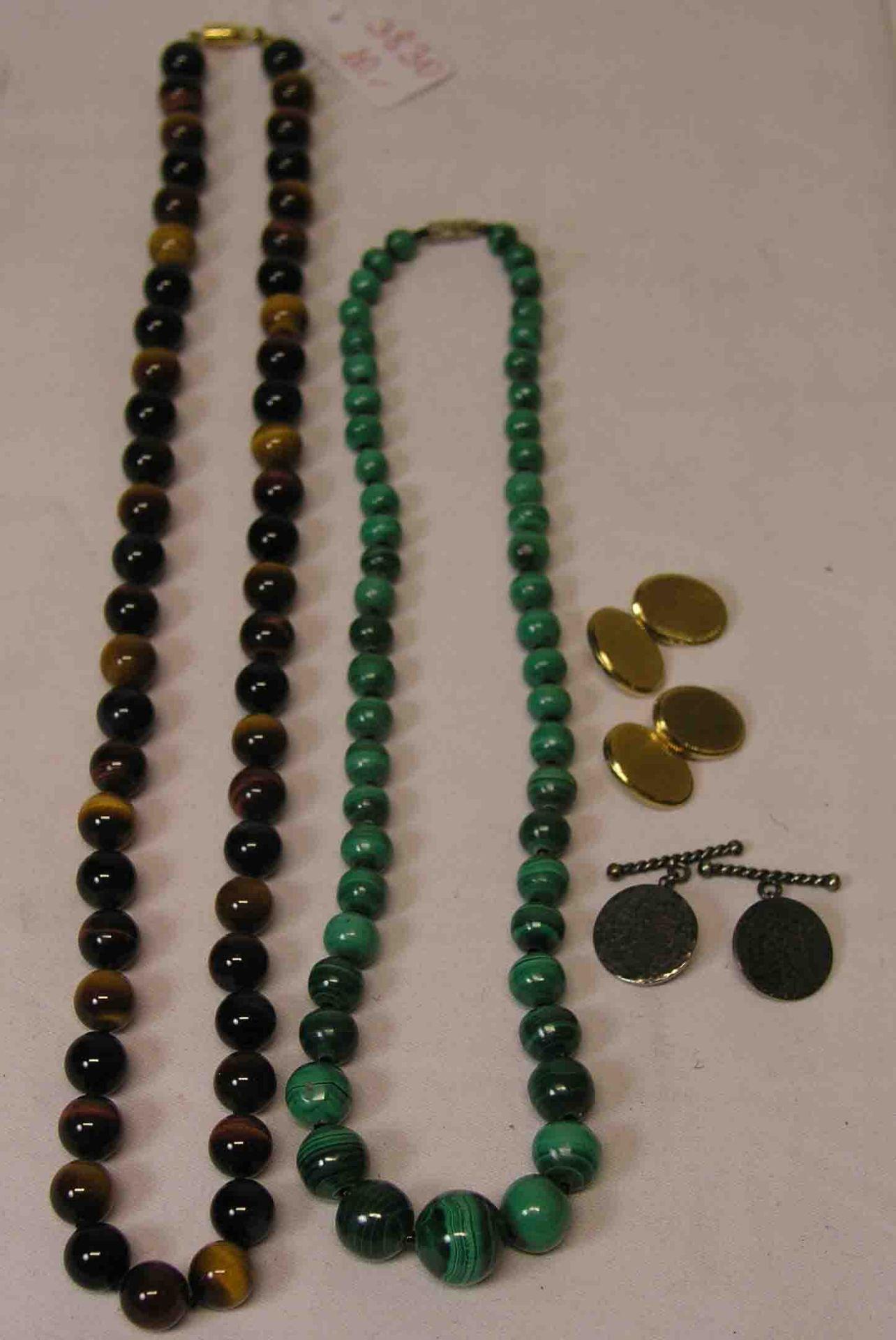 Zwei Halsketten: Malachit und