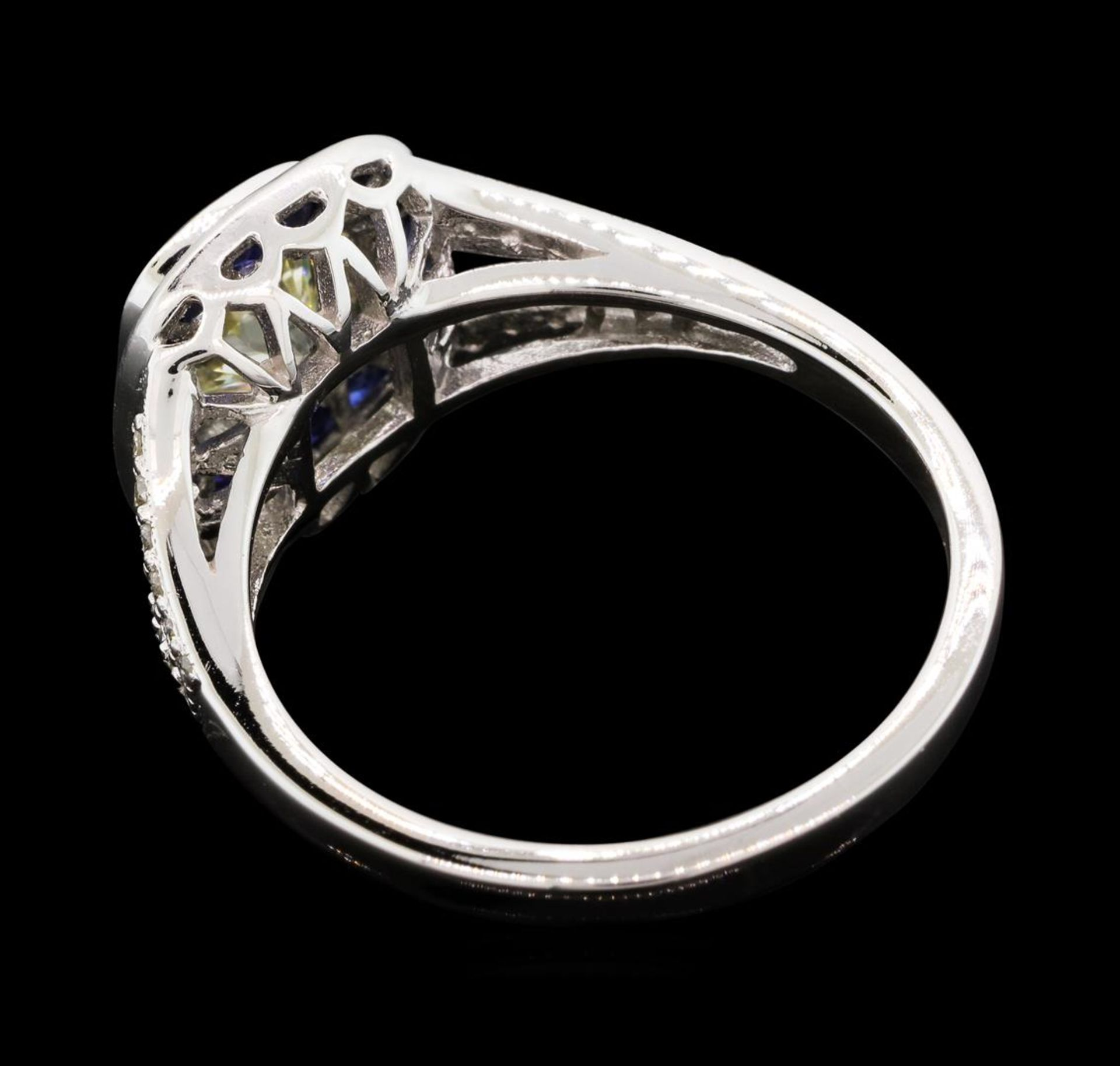 1.05 ctw Diamond And Sapphire Ring - 18KT White Gold - Image 3 of 5