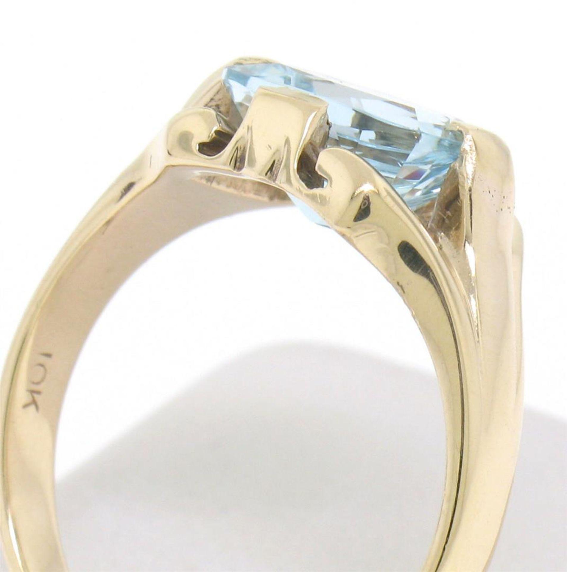 10k Gold Cushion Cut Horizontal Aquamarine Solitaire Ladies Ring - Image 2 of 4