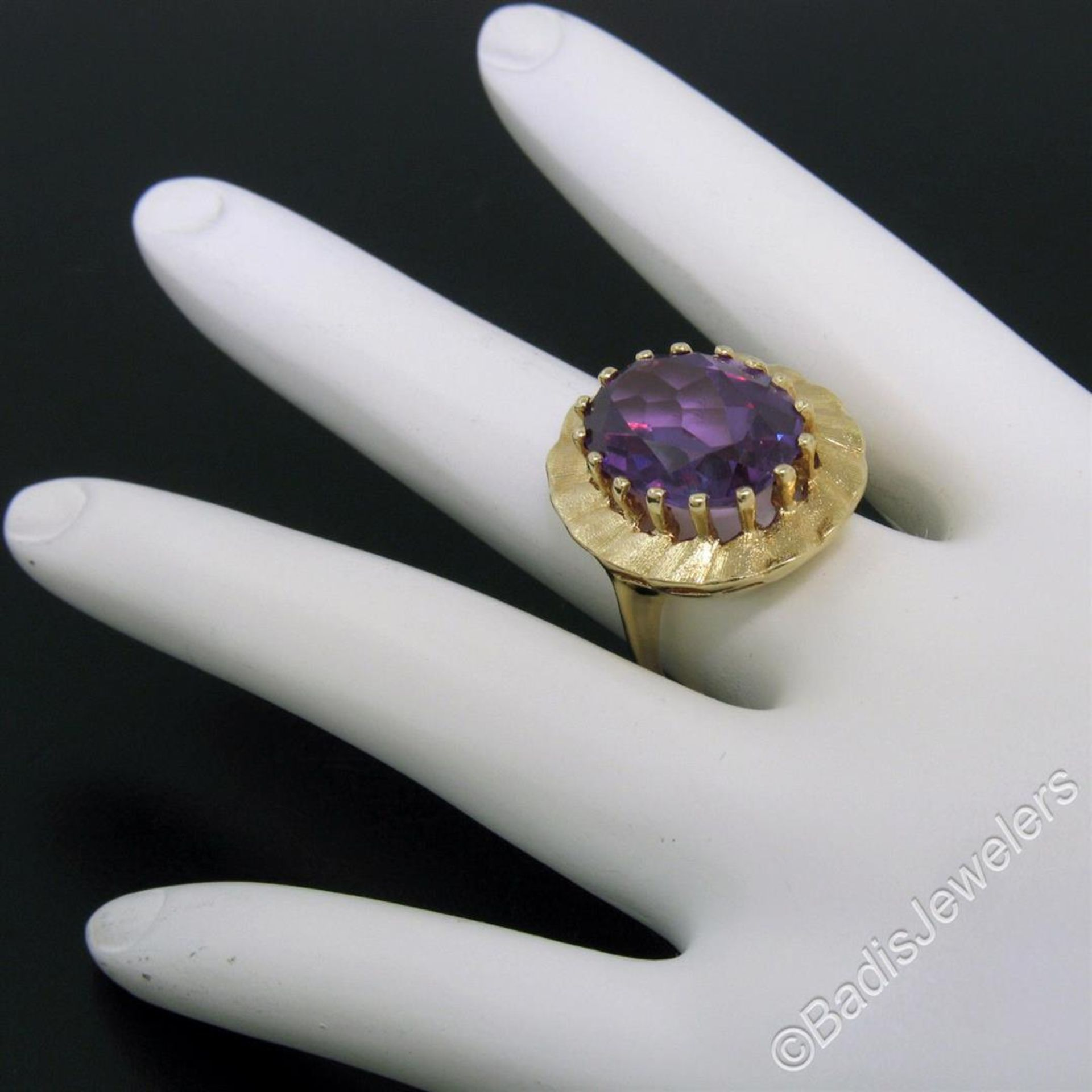 Vintage 14kt Yellow Gold Oval Synthetic Alexandrite Ring w/ Textured Halo - Image 9 of 9