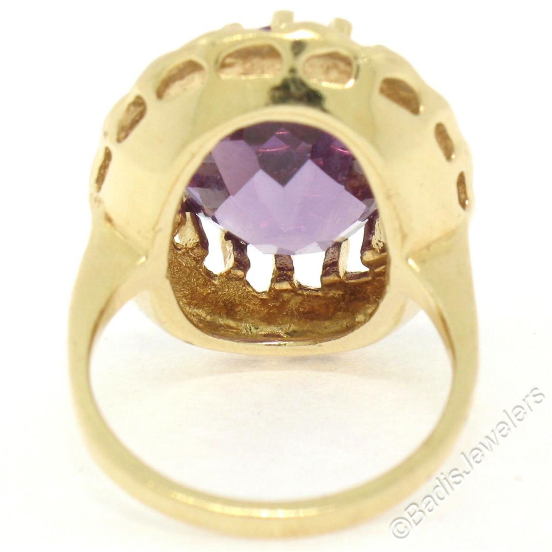 Vintage 14kt Yellow Gold Oval Synthetic Alexandrite Ring w/ Textured Halo - Image 8 of 9