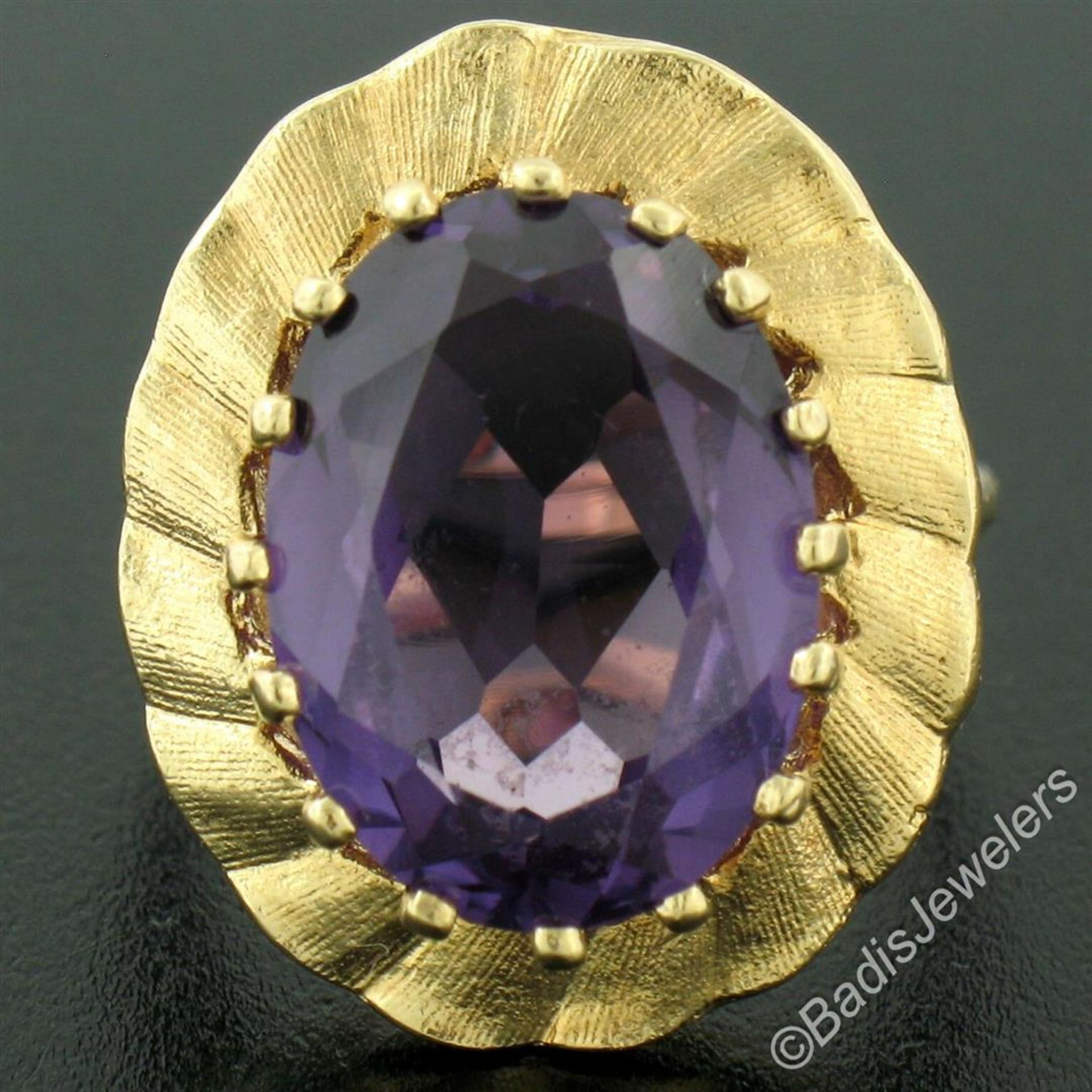 Vintage 14kt Yellow Gold Oval Synthetic Alexandrite Ring w/ Textured Halo - Image 4 of 9