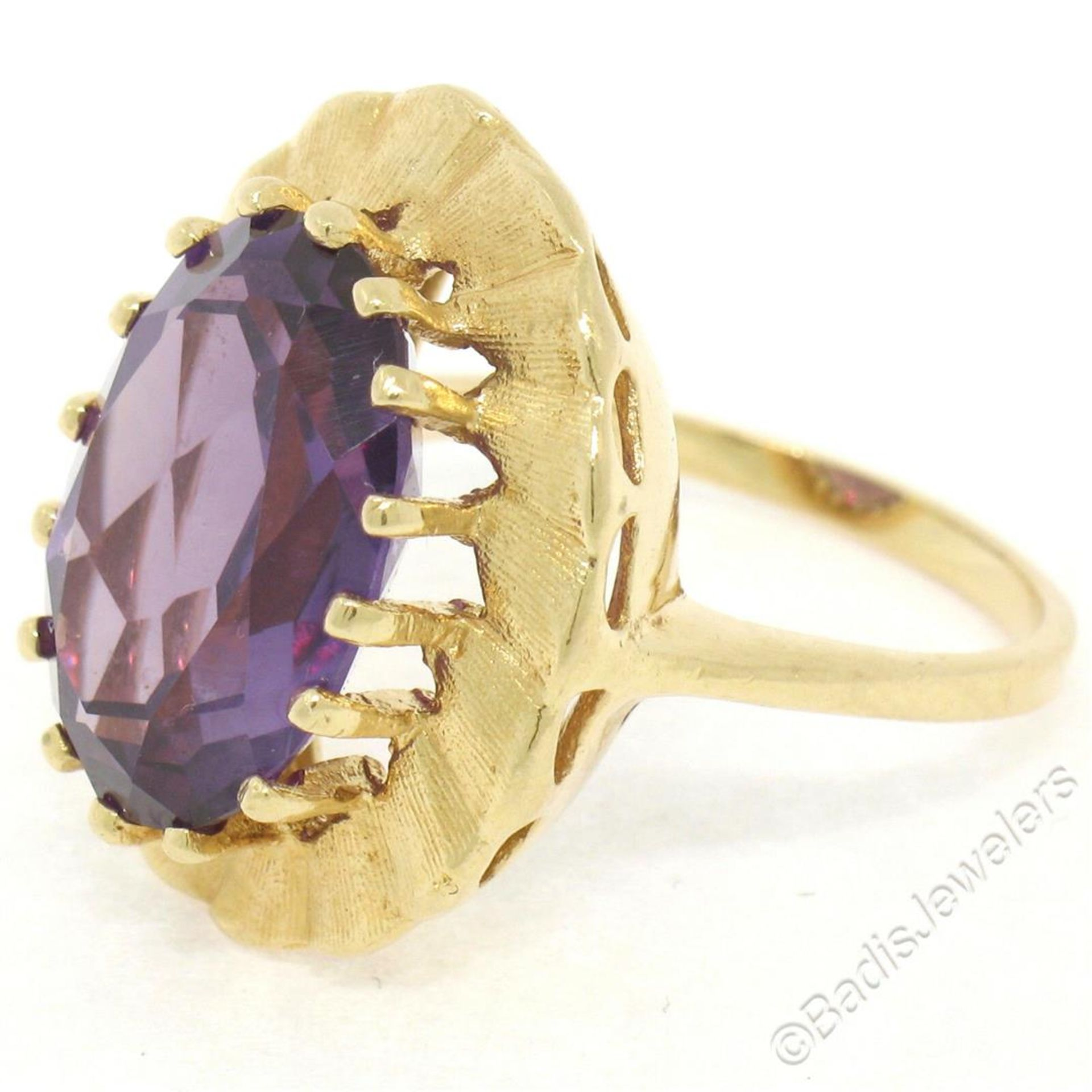 Vintage 14kt Yellow Gold Oval Synthetic Alexandrite Ring w/ Textured Halo - Image 6 of 9