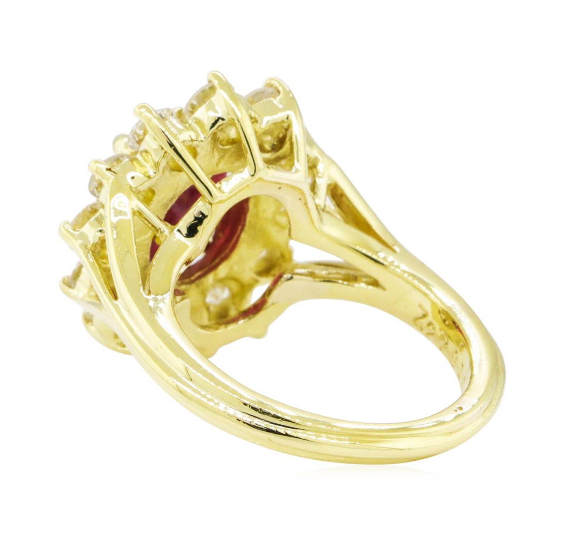 5.51 ctw Ruby and Diamond Ring - 18KT Yellow Gold - Image 3 of 5