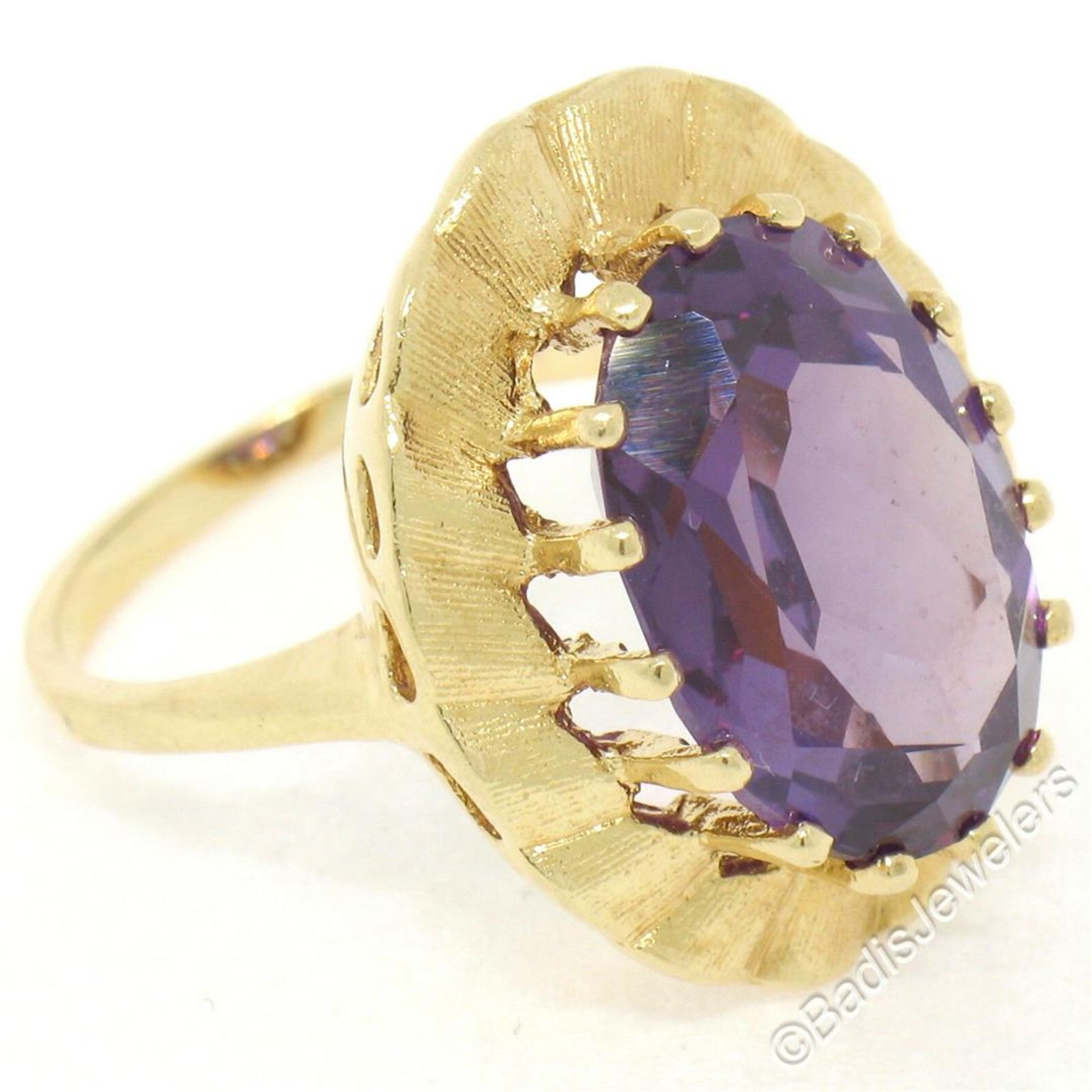 Vintage 14kt Yellow Gold Oval Synthetic Alexandrite Ring w/ Textured Halo - Image 7 of 9