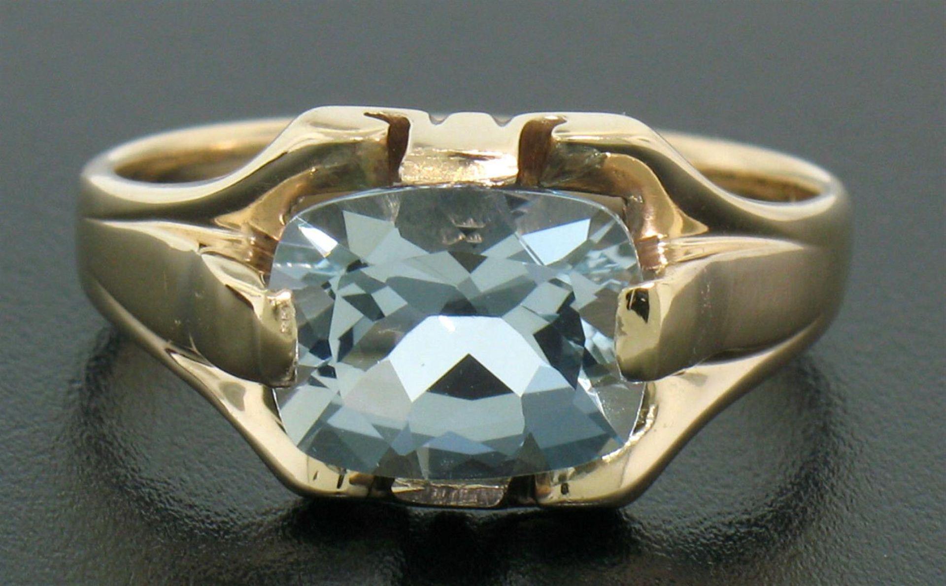 10k Gold Cushion Cut Horizontal Aquamarine Solitaire Ladies Ring - Image 3 of 4