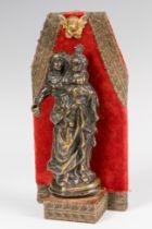 """Spanish school; XVII century. """"Virgin with Child"""". Bronze Measures: 14 x 5 x 4 cm; 19 x 10 x 5 x 5"""