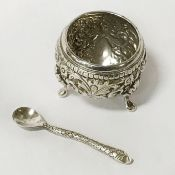 EDWARDIAN 1905 HALLMARKED INDIAN STYLE SILVER SALT CELLAR & SPOON IN FORM OF SNAKE