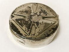 HM SILVER ''GOLDSMITHS'' OF REGENT ST LIDDED BOX WITH CROSS DEPICTION - 8.5 CMS