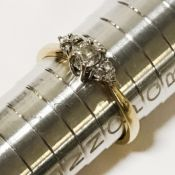 18CT GOLD & DIAMOND SEVEN STONE RING - RING SIZE 'N'
