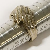 9CT GOLD & DIAMOND RING (APPROX 0.50CT) - RING SIZE 'O'