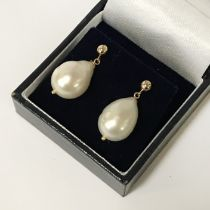 9CT GOLD LARGE SOUTH SEA PEARL STUD EARRING
