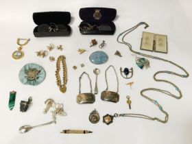 QTY OF JEWELLERY - SOME SILVER
