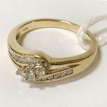 18CT GOLD & DIAMOND RING - SIZE L