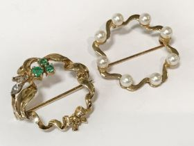 TWO 9CT GOLD BROOCHES - 1 EMERALD & DIAMONDS & 1 PEARL