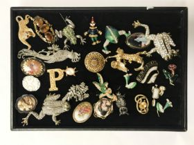 QTY OF BEJEWELED BROOCHES