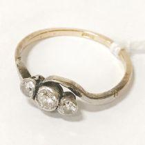 18CT GOLD & 3 DIAMOND RING - SIZE M