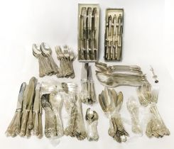 PART CANTEEN OF CUTLERY WEIGHING 7.448 KILOS, EXCLUDING LOADED 32 SILVER HANDLED KNIVES THAT ARE