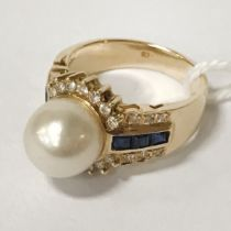 18CT GOLD DIAMOND, SAPPHIRE & CULTURED PEARL RING - SIZE L