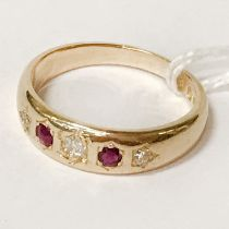18CT YELLOW GOLD DIAMOND & RUBY RING - SIZE O