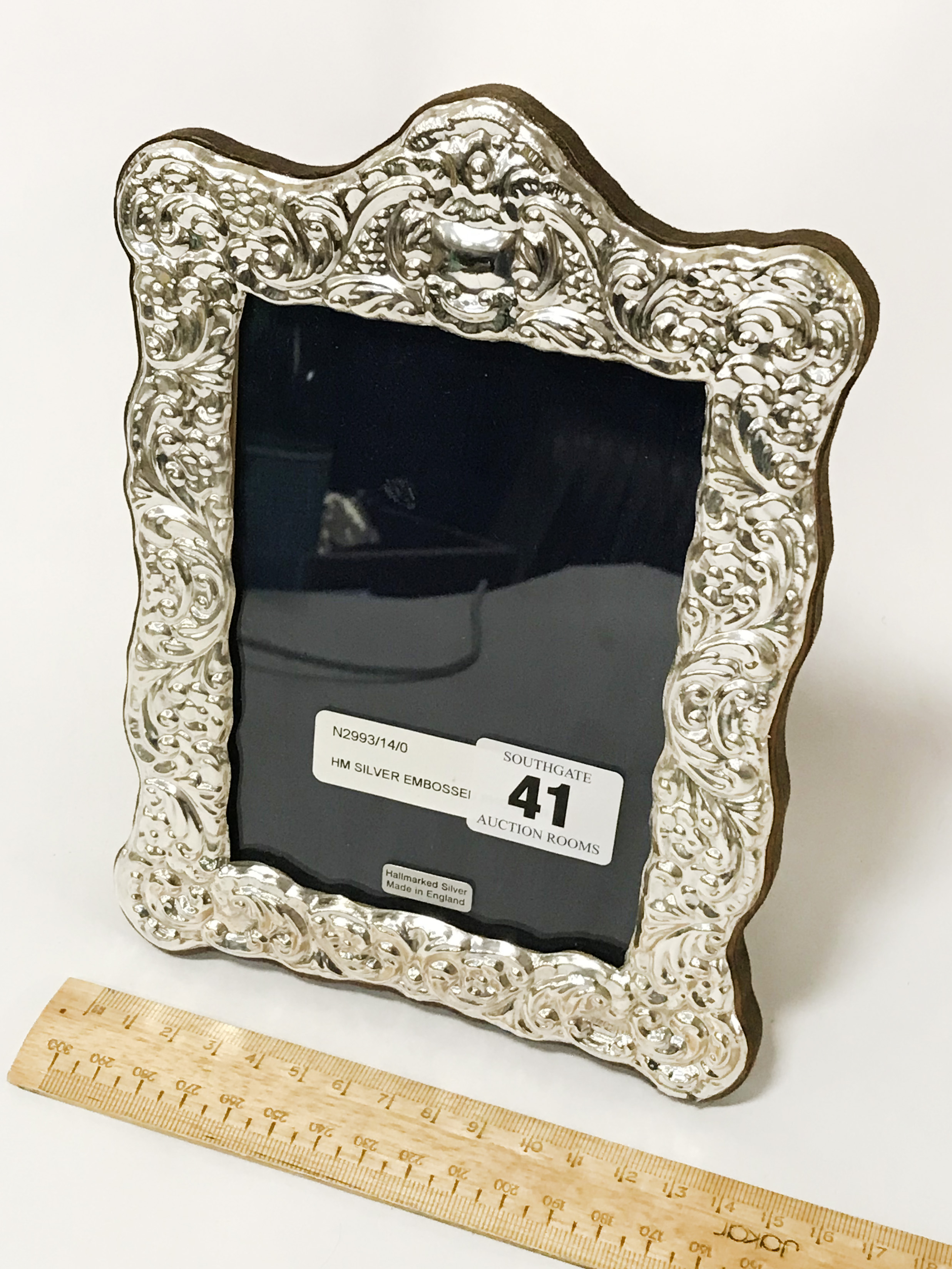 HM SILVER EMBOSSED PHOTO FRAME - 20CMS X 14CMS