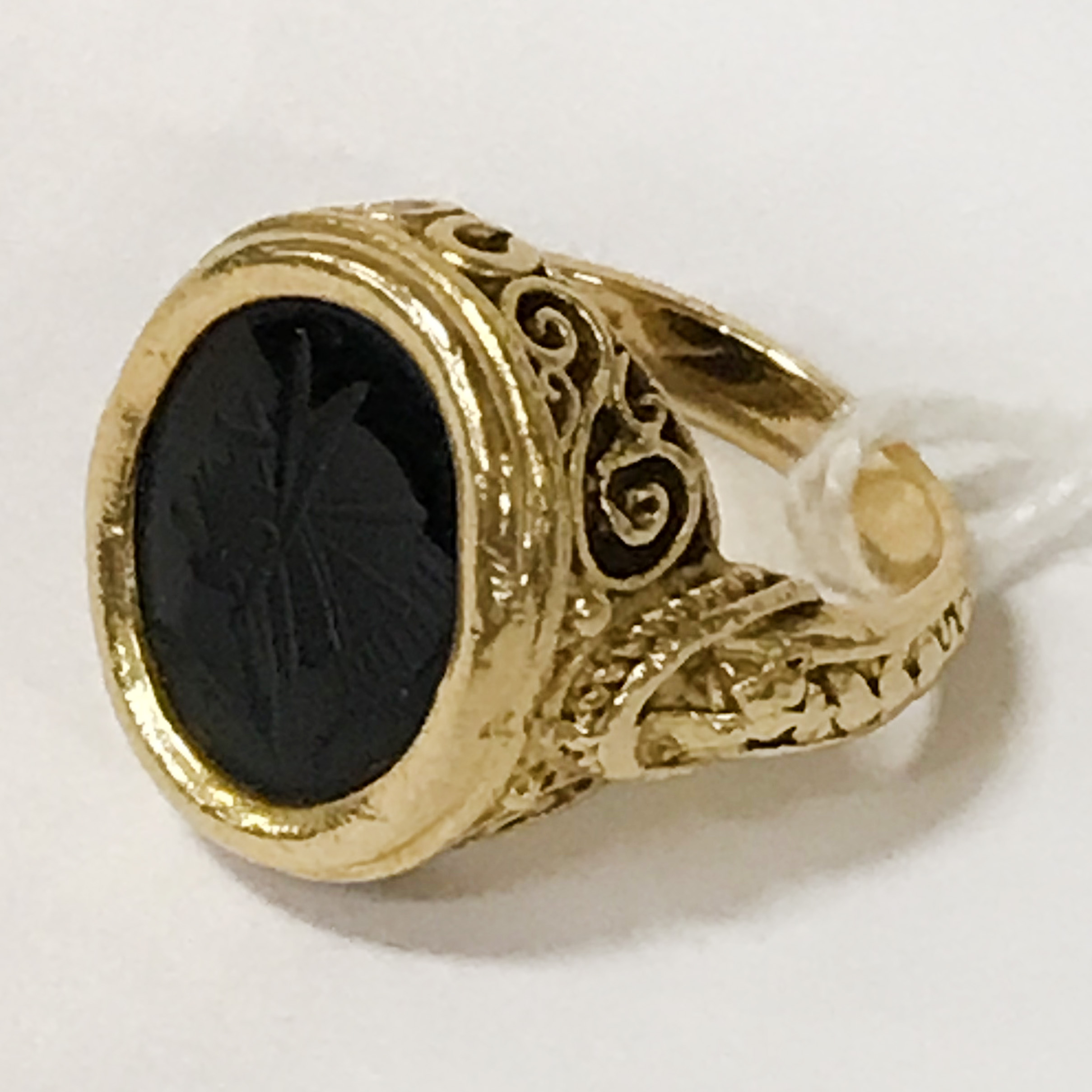 18CT YELLOW GOLD SIGNET RING - APPROX 8 GRAMS