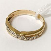 18CT YELLOW GOLD DIAMOND RING - SIZE Q