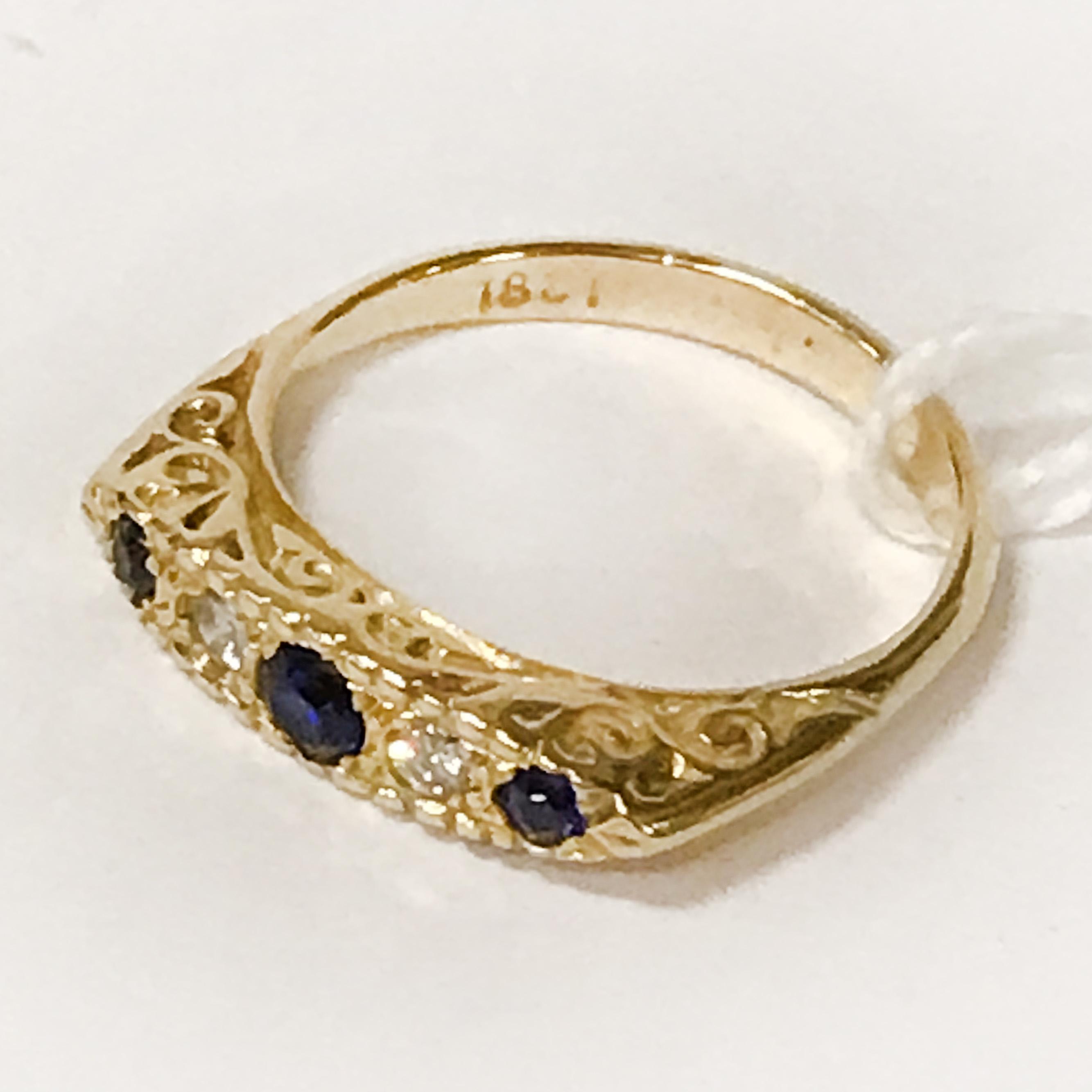 18CT YELLOW GOLD DIAMOND & SAPPHIRE RING - SIZE M