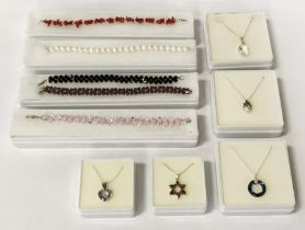 COLLECTION SILVER BRACELETS INCL. SWAROVSKI, FRESHWATER PEARLS & NECKLACES ETC