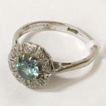 18CT GOLD DIAMOND & BLUE STONE RING - SIZE M