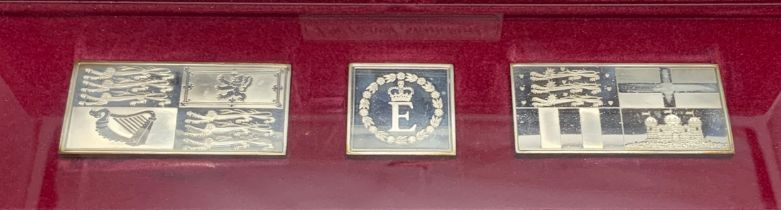 CASED HALLMARKED SILVER INGOTS SET - THE ROYAL STANDARDS - THE QUEEN SILVER JUBILEE