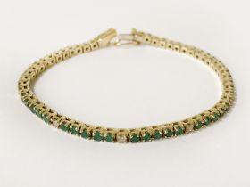 18CT GOLD DIAMOND & EMERALD TENNIS BRACELET