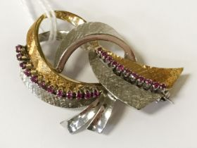 18CT MIXED GOLD & RUBY BROOCH