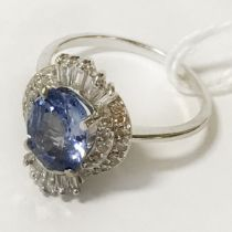 18CT BLUE SAPPHIRE RING (APPROX 2.4CTS) WITH DIAMOND SURROUND - TOTAL DIAMOND APPROX 0.44CTS -