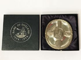 BANK OF ENGLAND 300TH COMMEMORATIVE DISH DESIGNED BY CHRISTOPHER LAWRENCE - 11cm