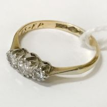 18CT GOLD 3 DIAMOND RING - SIZE K