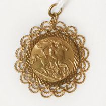 1909 HALF SOVEREIGN IN 9CT GOLD PENDANT MOUNT